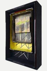 Doppelschacht / Bildraum 2021, 62 x 43,5 cm, drei handgefertigte Räume aus Museumskarton aus mit Zwiebelsud und Pigmenten präpariertem Papier, in handbemaltem Modellrahmen aus Fundholz + Zeichnung 17,2 x 21 cm, 2017 mit Graphitstift, Acrylfarbe, Schellack auf präpariertem Papier